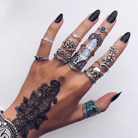 Hand goals ✔️ #tumblr #inspiration #ohsolovelyintimates