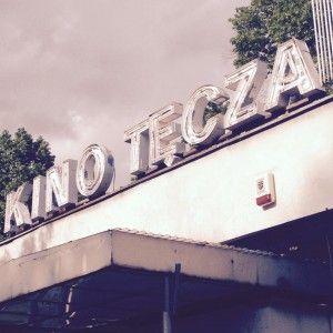 Kolejne miejsce w Warszwie, które polecam swoim czytelnikom. Żoliborskie Kino Tęcza. Kawał niezłej historii. Niegdyś mekka artystów, potem zapomniane i zamknięte. Dziś powróciło. Więcej o tym niezwykłym miejscu pod linkiem. #warszawa #warsaw #movie #film