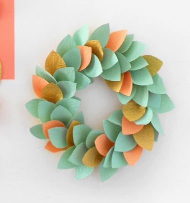 Easy DIY paper leaf wreath and garland // Egyszerű papír levél koszorú és füzér // Mindy - craft tutorial collection // #crafts #DIY #craftTutorial #tutorial