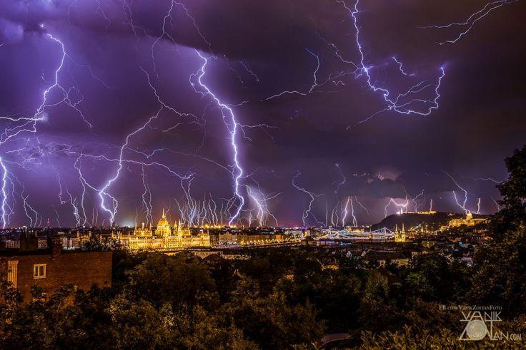 Olyan fotó készült a szerdai budapesti viharról, hogy külföldön is a csodájára járnak | Player.hu