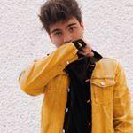 "416.8 mil Me gusta, 2,013 comentarios - Sebastián Villalobos (@sebas) en Instagram: ""yellow"""
