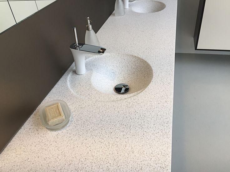 Twin vask i Graphalit Glass Beige.