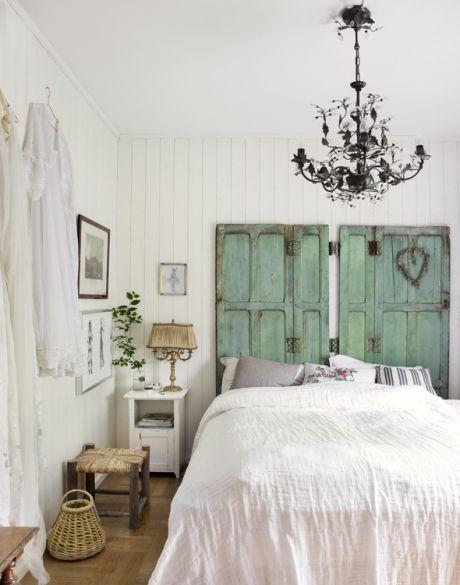 Indret med fransk vintagestil: gamle døre i mintgrøn fungerer som ...