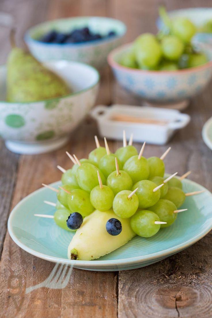 Leuk met de kids: Egel van fruit http://deglazenvork.nl/2016/08/leuk-met-de-kids-egel-van-fruit/