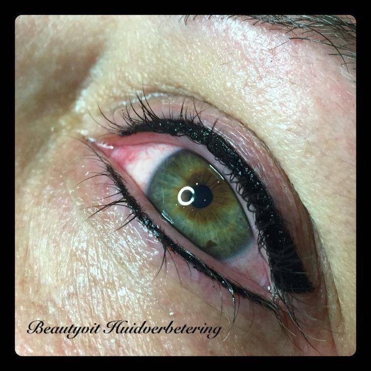 Een mooie intensieve zwarte eyeliner boven en onder. Wilt u hier graag meer over weten? Neem een kijkje op onze website : http://www.beautyvit.nl/Specials/Permanente-make-up/