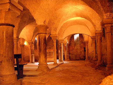 Crypte de la basilique de Vézelay #Morvan, #Bourgogne.