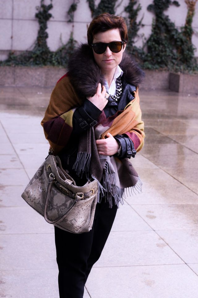 OUTFIT: LEATHER JACKET AND SCARF