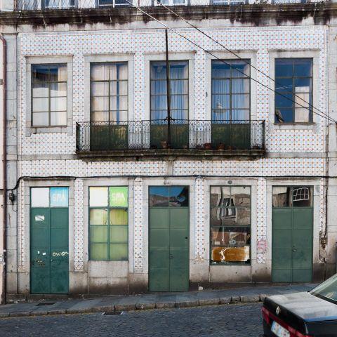 Braga   Rua Dom Frei Caetano Brandão, n.º 83-91 [© Libório Manuel Silva] #Azulejo #AzInfinitum #ILoveBraga