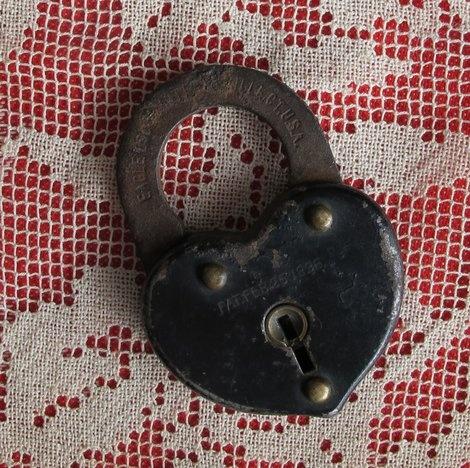 1896 Victorian lock Valentine (Story and photo by Cheryl-Anne Millsap)