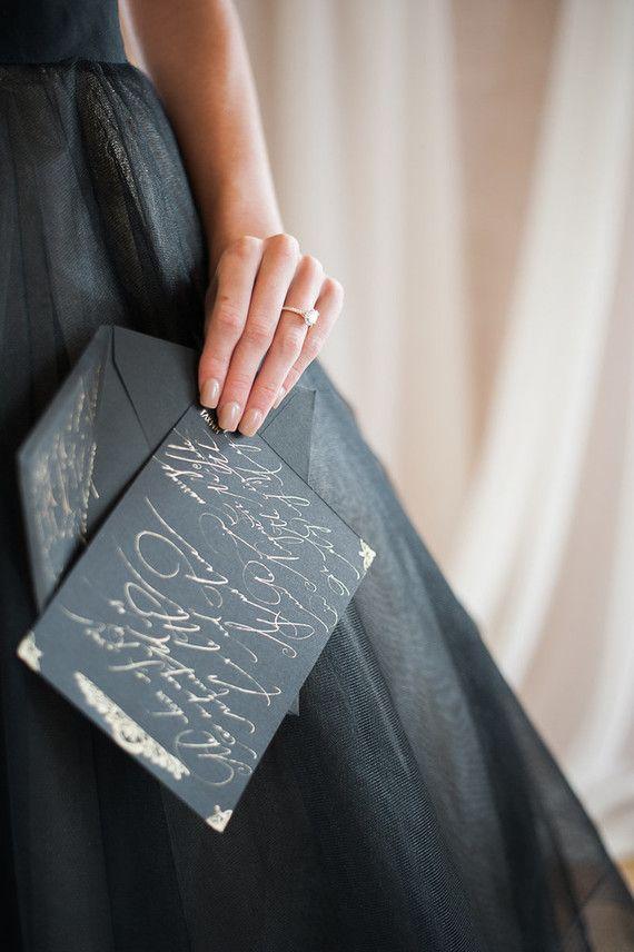 Черные и золотые свадебные приглашения