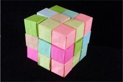 Construye un cubo de Soma de papel con módulos de origami.