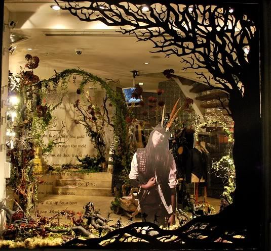 Best 25+ Halloween window display ideas on Pinterest ...