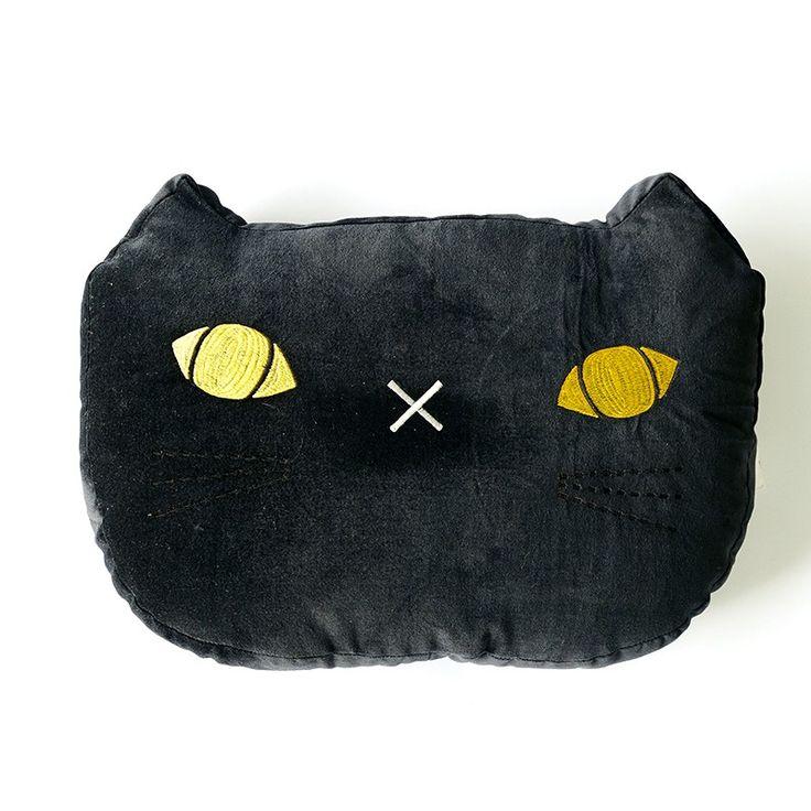 Black Cat Cushion: voor als je geen kat hebt, allergisch bent, maar wel wilt knuffelen.