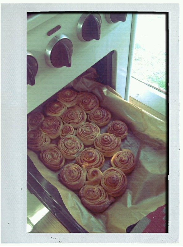 Cinnamonwhirls from my own vintage oven, sorry but I adore them! ^^
