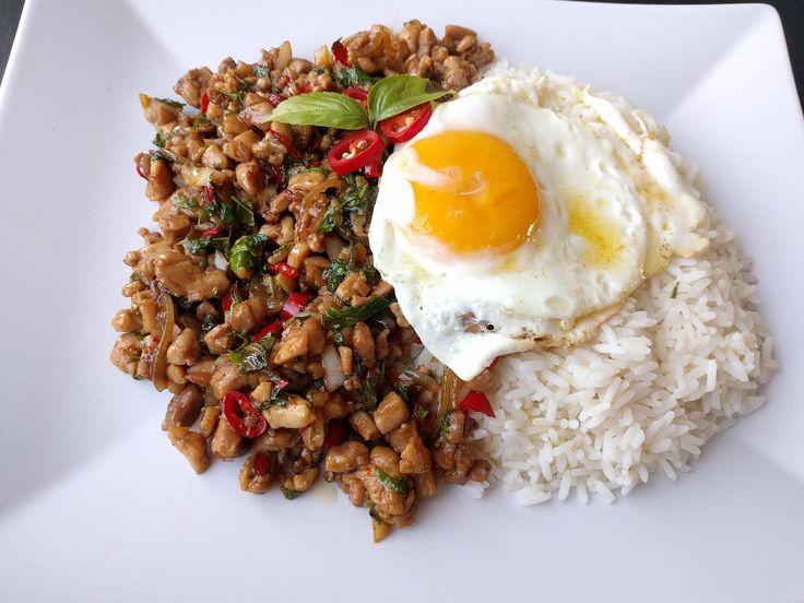 [Homemade] Pad Krapow Gai (Thai Basil Chicken) With Fried Egg