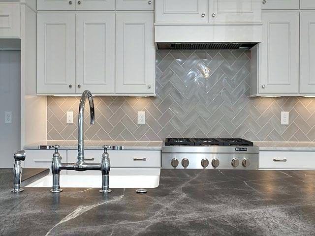 17 Grey Kitchen Backsplash Ideas That Leave You Awestruck Trendy Kitchen Backsplash Kitchen Remodel Kitchen Tiles Backsplash