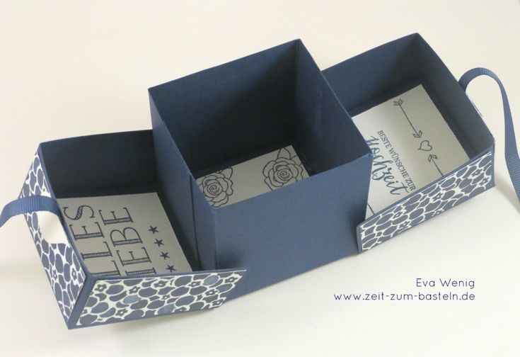 Letztes hatte ich Euch eine besondere Art der Explosion-Box gezeigt, zu der ich Euch heute eine Anleitung nachreichen möchte. Gesehen habe ich die Box ursprünglich bei Stempelmami. Die Box ist marineblau gehalten und mit dem Designerpapier 'Blumenboutique' dekoriert. Sie ist mit einem passenden Band verschlossen, welches mit einem geteilten Herzen umrandet ist. Die Schachtel ist … … Weiterlesen →