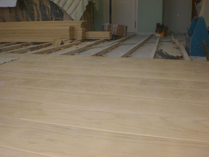 Ξύλινο πάτωμα στο εσωτερικό μαγαζιού | Interior floor in cafe | Kritikoswood | Accoya