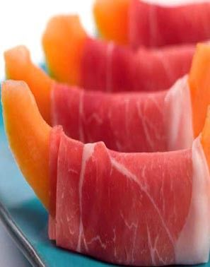 Melon & Prosciutto...very yummy! A sweet and salt combo in a healthy version