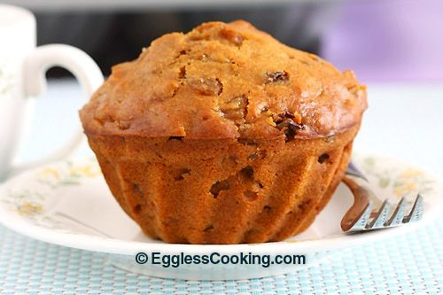 Very easy to bake, this pear cake is moist, sweet and gets and amazing texture from the cooked pears, plumped raisins and walnuts.