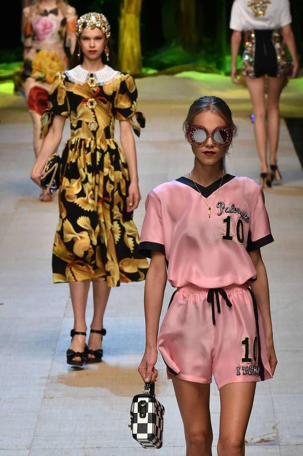 Tutte le tendenze moda donna Primavera estate 2017  | Completo sporty Dolce & Gabbana