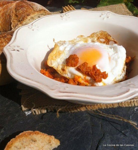Huevos de Aldea con Picadillo de Chorizo y Arroz Blanco - La Cocina de las Casinas