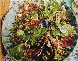 Recept: Veldsla met linzen, spek en vijgen