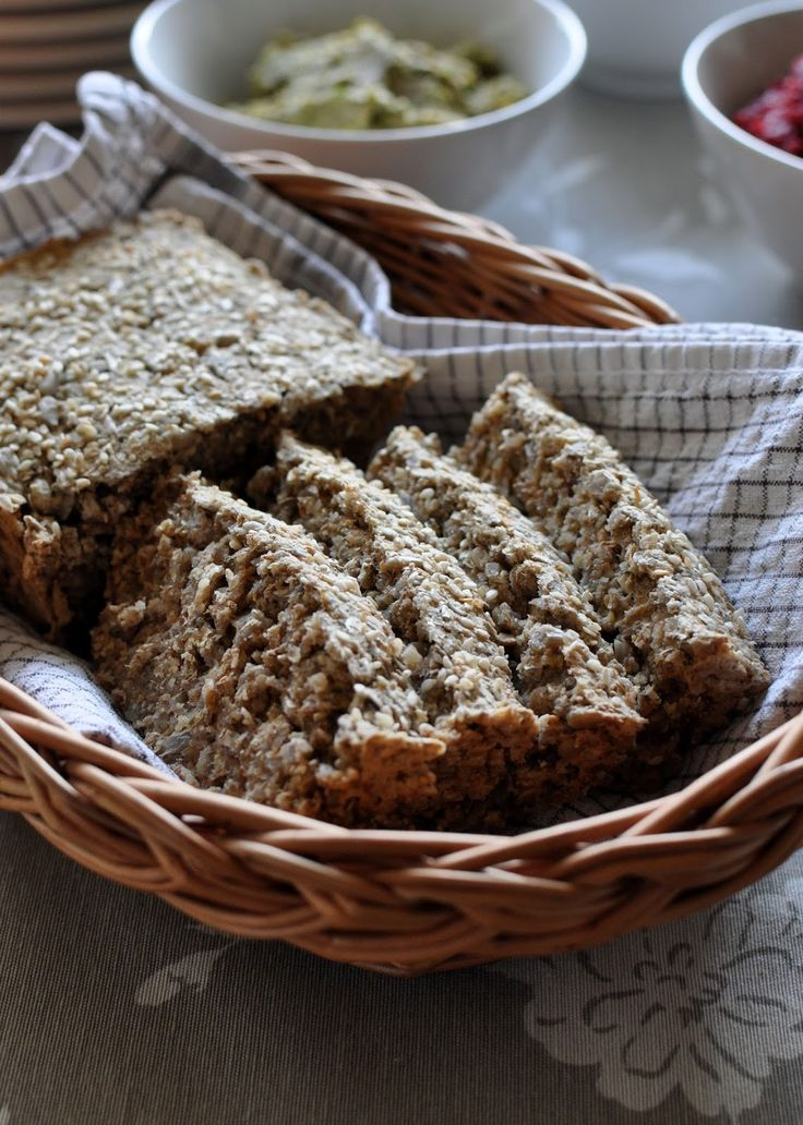 CHLEBEK OWSIANO-RYŻOWY wegański /Przygotowany w Speedcook'u/ Przepis (jeden bochenek: keksówka 26cmx10cm): 100g mieszanki otrąb (pszenne, żytnie, owsiane) 100g płatków owsianych 100g mąki ryżowej 100g słonecznika 1 łyżeczka ziół prowansalskich szczypta papryki ostrej szczypta papryki słodkiej ½ łyżeczki soli 1 łyżeczka proszku do pieczenia 2,5 łyżki lnu mielonego 250ml wody + sezam (do posypania) olej z orzechów arachidowych (do wysmarowania formy)