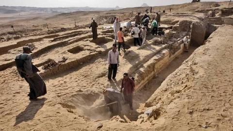 Αίγυπτος: Βρήκαν πλοίο 4.500 χρόνων θαμμένο δίπλα σε πυραμίδα