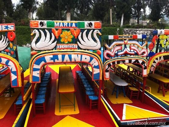 La trajinera es un tipo de embarcación para el transporte de 10 a 30 personas y uso en aguas tranquilas y poco profundas, que se mueve por medio de pértigas apoyadas en el fondo de la masa de agua en que se desplaza. Actualmente es característica de la zona lacustre de Xochimilco y Tlahuac al sur de la ciudad de México, donde principalmente se le usa para el transporte de mercaderías y turistas en la zona, siendo esta ultima su versión más conocida.
