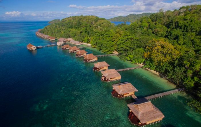 Craving a perfect escape? If waking up to a sea view in the morning is for you, take a look through these. #indonesia #travel #paradise