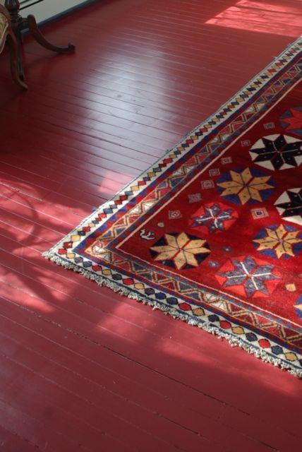 Ossebloed rode houten vloer