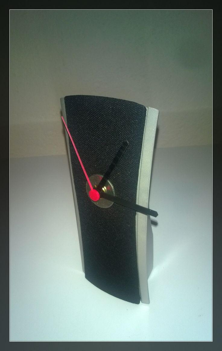 spikerklock stolové hodiny výška:20cm cena vrátane batérie