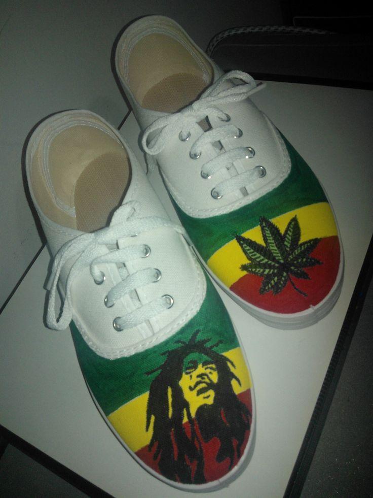 Diseño Bob Marley y hoja marihuana con colores de fondo