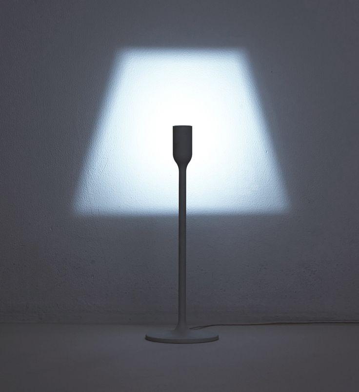 Le studio japonais YOY a conçu cette série de lampes au design simple et intelligent : la lumière est projetée au mur !