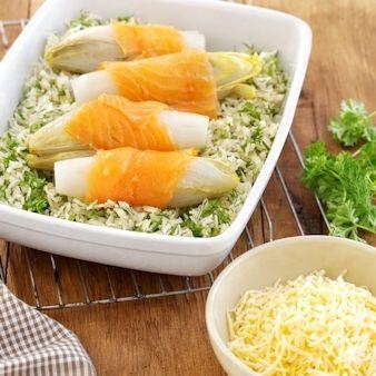 Witlofschoteltje met gerookte zalm en kruidenrijst recept - Rijst - Eten Gerechten - Recepten Vandaag