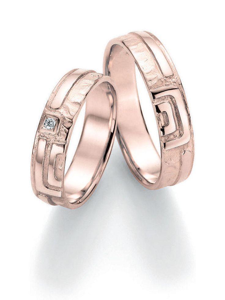 Ringbreite 5,0 mm Kollektionen Goldschmied Inspiration Steingröße & Qualität 0,025 ct w/si Material Rosegold Ringhöhe 1,4 mm Oberfläche gehämmert, glänzend Lieferzeit 7-10 Werktage