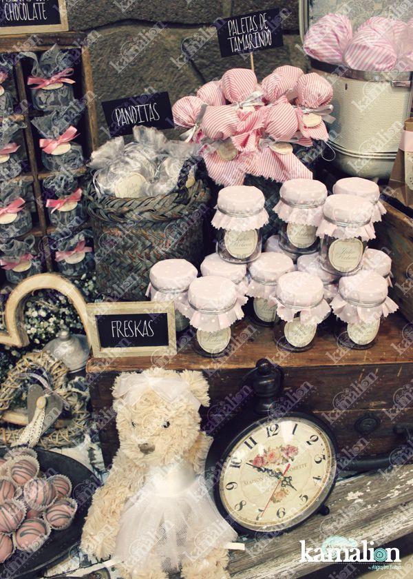 www.kamalion.com.mx - Mesa de Dulces / Candy Bar / Postres / Rosa / Pink / Rustic Decor / Dulces / Madera / Lechero / Maletas / It's a girl / Vintage / Macaroons / Baby Shower / Sewing machine / reloj / clock / teddy.