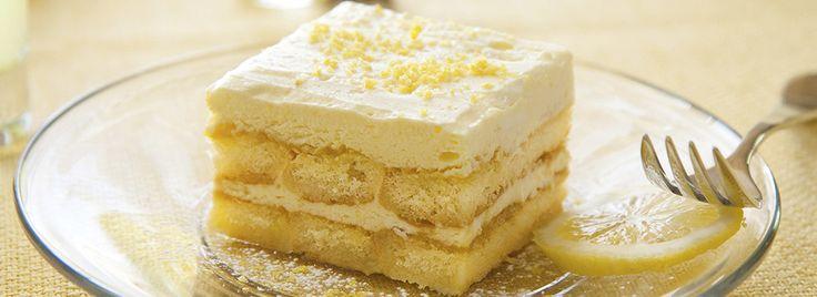 L'aroma e il profumo dei limoni donano una nota sfiziosa a questa versione del classico dolce al cucchiaio: Tiramisù al Limoncello. Da provare assolutamente