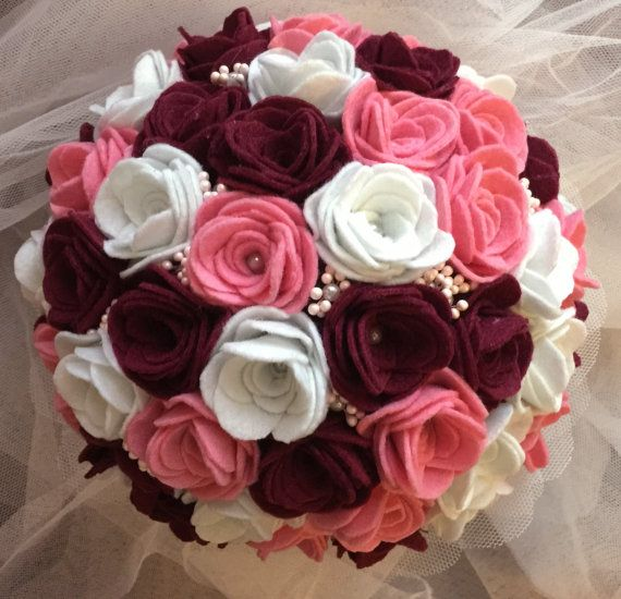 Bouquet of roses garnets felt pink and white by BodasyPrincesas