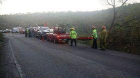 Colaboran cuerpos de seguridad y auxilio en rescate de víctimas de volcadura de un autobús