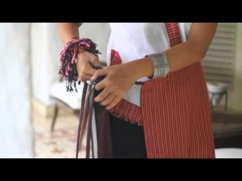 Cara Memakai Kain Indonesia ala Sutradara Nia Dinata - YouTube