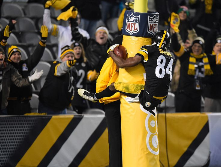 Twitter gives Antonio Brown's TD celebration the meme treatment | theScore.com