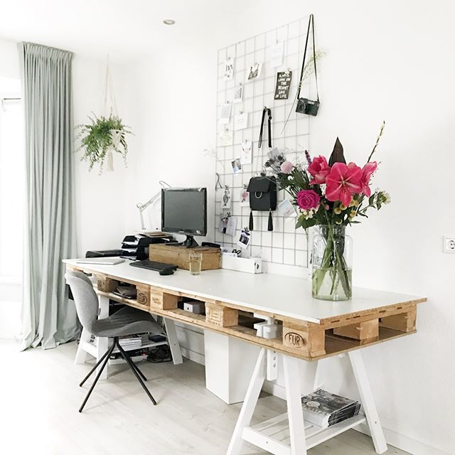 Love This Extra Long Desk Look To Maximize Productivity Apartment Decorating On A Budget Home Office Design Home Decor