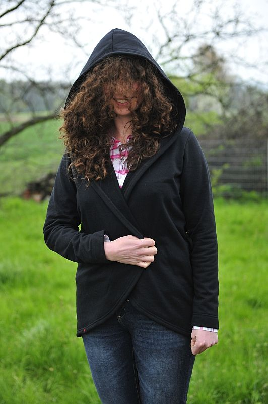 Szablon do pobrania, free sewing pattern for this hooded cardigan / sweatshirt