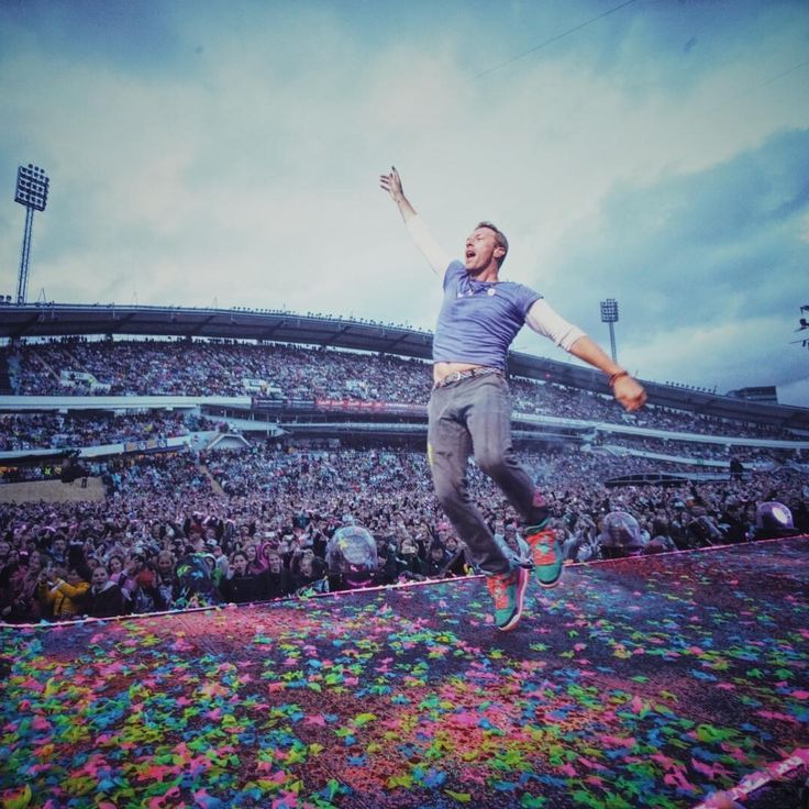 """Polubienia: 52.8 tys., komentarze: 223 – Coldplay (@coldplay) na Instagramie: """"Sweden's enthusiasm has chased away the rain! #ColdplayGothenburg R42"""""""