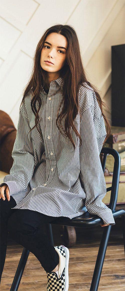스트라이프 원단의 넉넉한 핏 유니섹스 롱셔츠, Model: 107cm / Free size