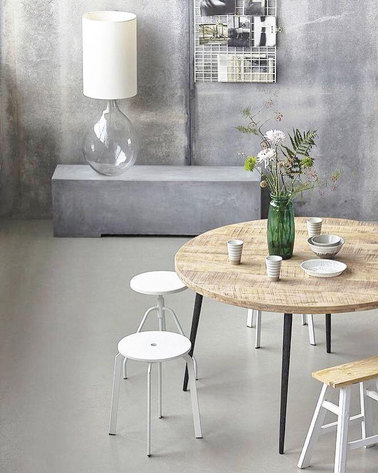 Wauw wat vind ik deze #housedoctor tafel toch geweldig! Je shopt deze tafel in twee kleuren in onze webshop by xcuseme.nl