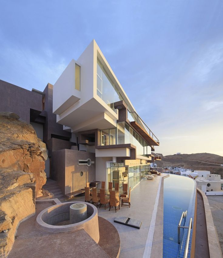 Veronica Beach House by Longhi Architects / Pucusana District, Peru