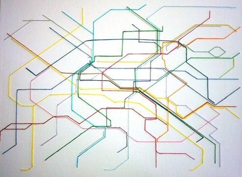 Carte du métro réalisée en broderie sur un chassis toilé